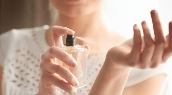 Los 10 mejores perfumes de mujer para regalar en Navidad