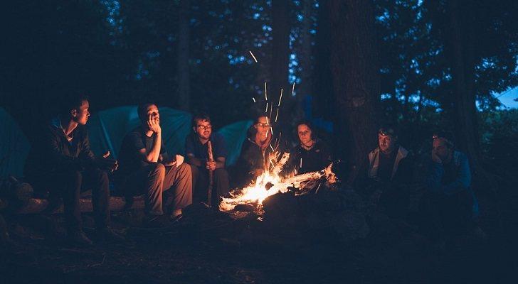 10 accesorios imprescindibles para ir de camping este verano