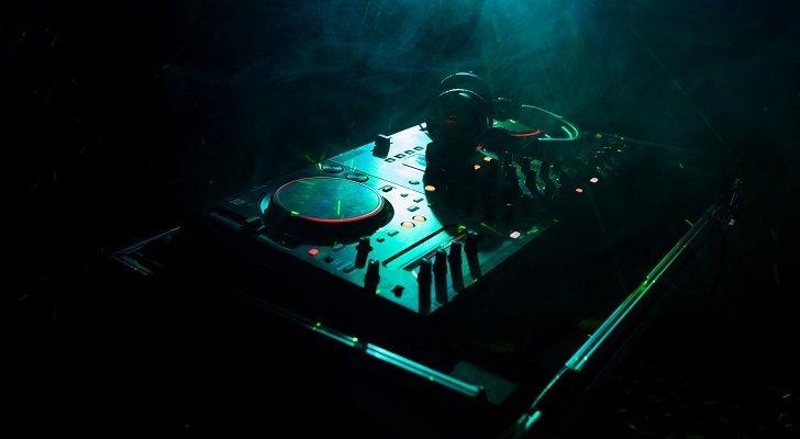 Los mejores controladores de DJ por menos de 200 euros